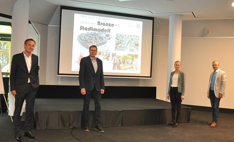 v.l. 2. Vorsitzender Michael Lindermann, 1. Vorsitzender Ralf Stoffels, Geschäftsführerin Julia Göhlich und Achim Birkholz (THW).